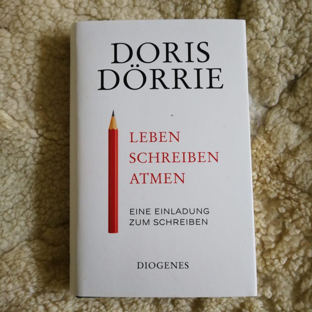 Schreibratgeber, Doris Dörrie, Schreibtipps, Buchprojekt, Selber schreiben, Selfpublishing, Schreiben, biografisch schreiben, biographisch schreiben lernen, biographisch schreiben, Einladung zum Schreiben, Ermutigung zum Schreiben, kein Schreibratgeber, Buchhebamme, wer schreibt darf eigensinnig sein